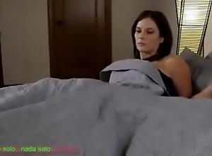 Compartiendo la cama nail-brush madrasta (sub español)