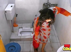 Bhabhi sonia disrobes with the addition of shows the brush ripping while wash up