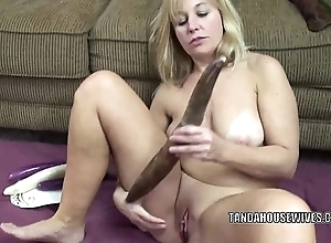 Curvy milf liisa is bonking the brush adorable love tunnel just about veggies